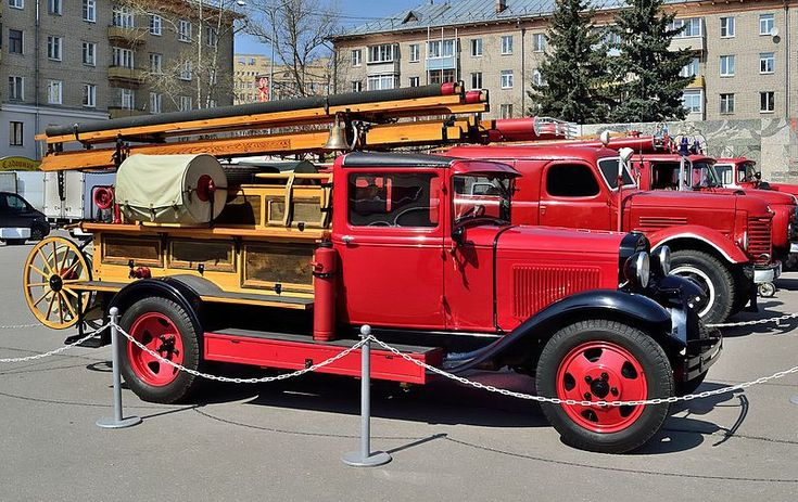A side view of  a Soviet PMG-1 fire engine based on a GAZ-AA truck (production: 1932—1941). Photo by Dmitry Ivanov. 2015. #1930s #automobile #firetruck #oldtimer #oldtruck