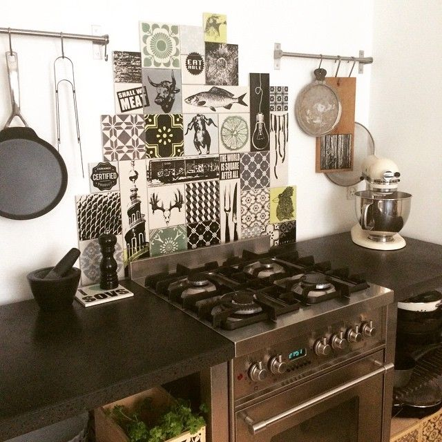"#mensviventerpåfotografen #kitchen #makeover #ceramic #tiles #arttiles #interior #design #handmade in #copenhagen mix of 2 different 17 boxes ""urban squares"" and ""Meat the box"" total Price 5190kr www.arttiles.dk"
