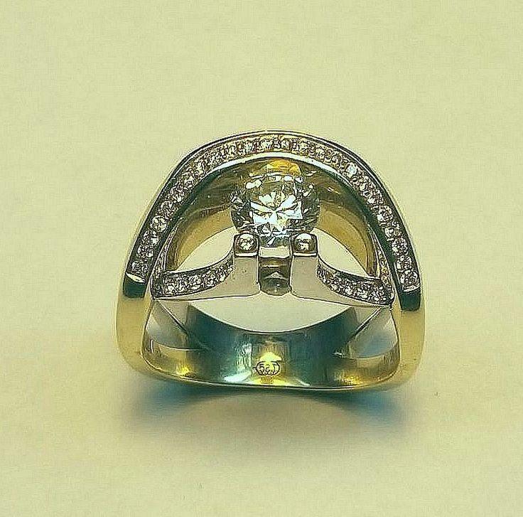 Кольцо с бриллиантами из комбинированного (белого и желтого) золота 750 пробы, вес 11,5 грамм с центральным бриллиантом в 1,01 карат и 34 бриллиантами вес 1,1 карат Оригинальная, роскошная модель кольца, никого не оставит равнодушным.... Центральный камень может быть от 0,5 до 1.5 карата #кольцоскамнями #кольцостопазами #кольцосбриллиантами #кольцоcссапфиром #ювелирноеукрашение #ювелирныеукрашения #ювелирныеизделия #ювелирноеизделие #ювелирныекамни #золотоеукрашение #золотоекольцо…