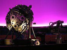 A modern, egg-shaped Zeiss projector (UNIVERSARIUM Mark IX) at the Hamburg planetarium