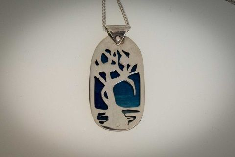 Anyone+who+loves+the+river+will+recognise+these+trees.+Solid+sterling+silver+silhouette+hand+riveted+on+to+stunning+blue+titanium+backing.++45+cm+sterling+silver+chain+included