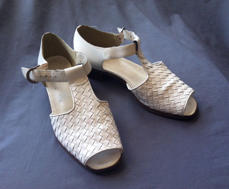 Vintage San Marina White Huaraches, French, Made in Brazil, 1970s/80s, Size 38/7US by East2WestCoastStudio on Etsy