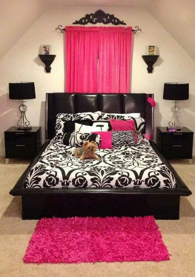 Any color could be put in place of the hot pink and it would still be a stunning room!
