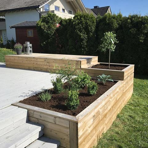 Built in planters with different heights. Taller one for storage