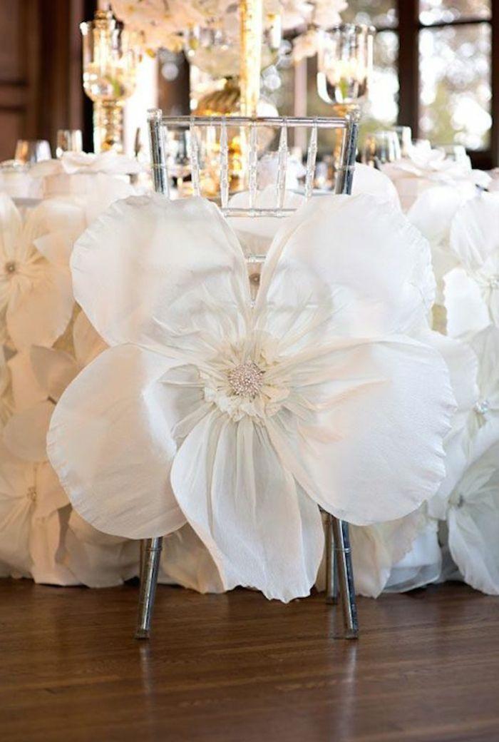 la housse de chaise mariage pas cher en forme de fleur blanc