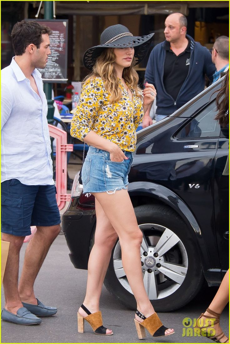 kelly brook boyfriend jeremy parisi celebrate 30th birthday 10 Kelly Brook shows off her legs while celebrating her new boyfriend Jeremy Parisi's 30th birthday at Club 55 on Tuesday (May 26) in Saint Tropez.    The day before,…
