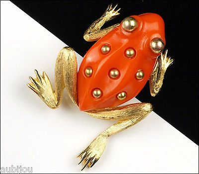 Vintage Crown Trifari Figural Faux Coral Lucite Frog Toad Brooch Pin Amphibian