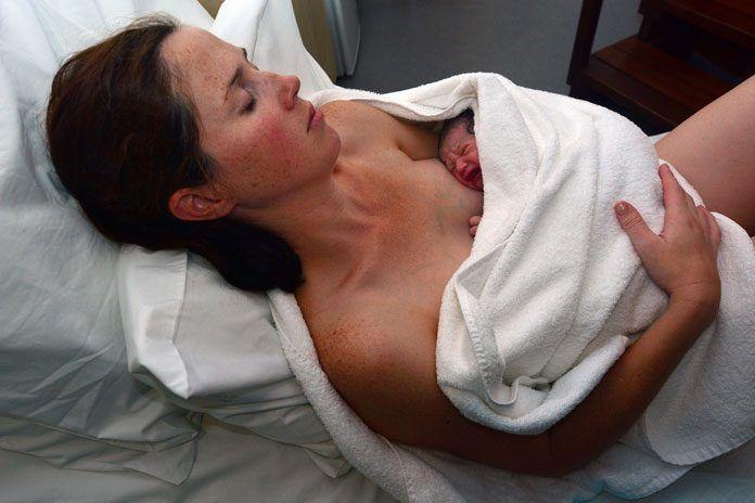 18 Tipps für die Schmerzlinderung während der Geburt