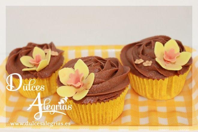 Cupcakes de vainilla con glaseado de chocolate