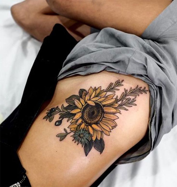 20 ideias incríveis para quem quer uma tatuagem na costela | Tatuagem, Tatuagens, Tatuagens de girassol