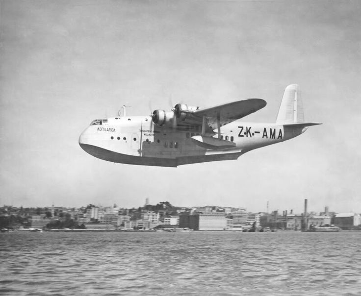 TEAL, Empire Class Flying Boat landing Waitemata harbour, Auckland