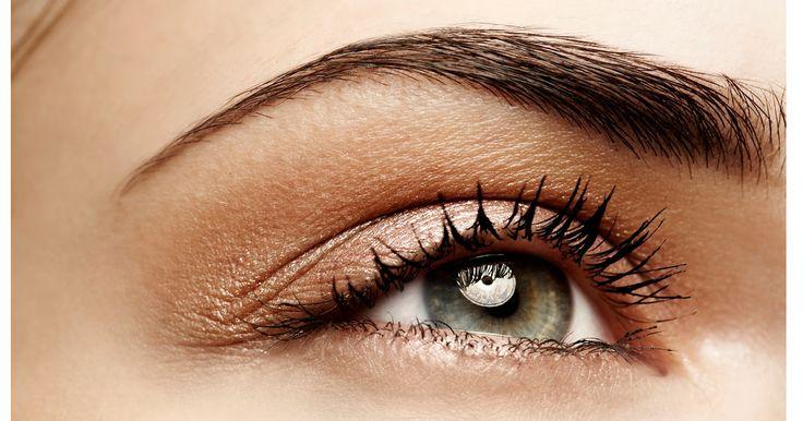 Färben, Waxen oder Microblading? Die richtige Technik für schöne Augenbrauen ist nicht leicht zu finden. Wir verraten dir, welche am besten zu dir passt!