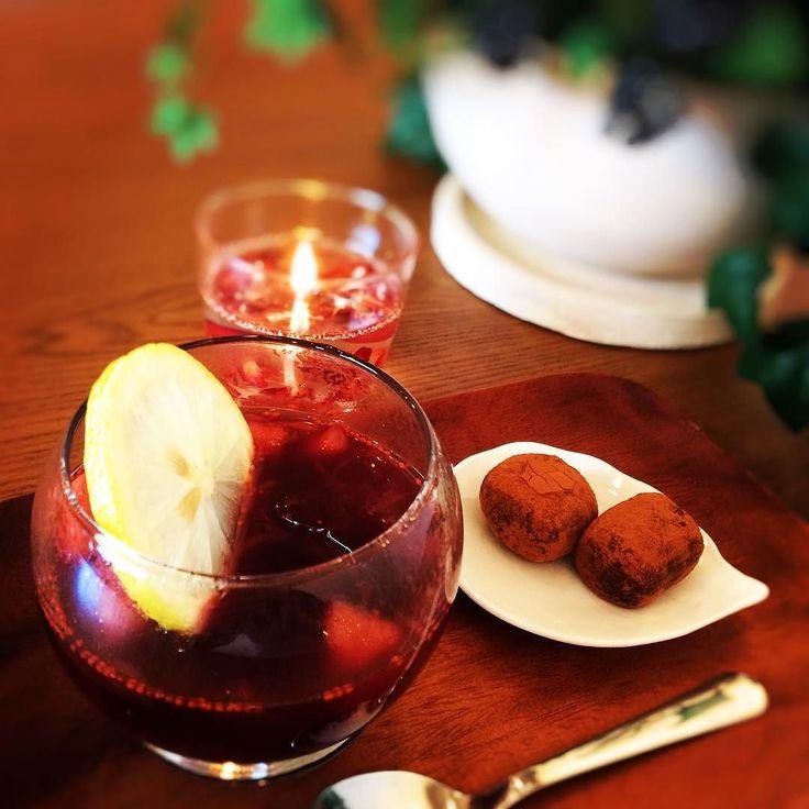 ハーバルホットワインと自家製オーガニック生チョコセット  お砂糖不使用でドライフルーツの甘さだけで作ったハーバルワイン  冬の寒い季節にいかが グレープフルーツりんごレモンクランベリーあんずシナモンクローブをホットワインに  自家製生チョコは最高級オーガニックカカオバターを使ったヴィーガンレシピ  限定ですのでご希望の方はお声がけくださいませ #生チョコ #オーガニック #ホットワイン #スパイス #サングリア #グリューワイン #自家製