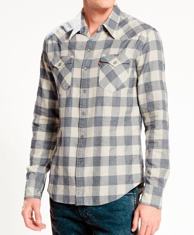 Levis rutet skjorte Flanellskjorte fra Levis. Skjorten har perlemortrykknapper i frontlukking, på brystlommene og mansjettene. Den er i 100% myk og god bomull. Vask 30ºC