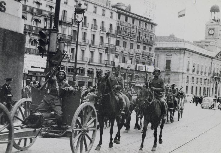 Fuerzas de Carabanchel camino de Alcalá de Henares  1936  Fotografía: papel gelatina; 13 × 18 cm  G.C.-CAJA/57/18/23