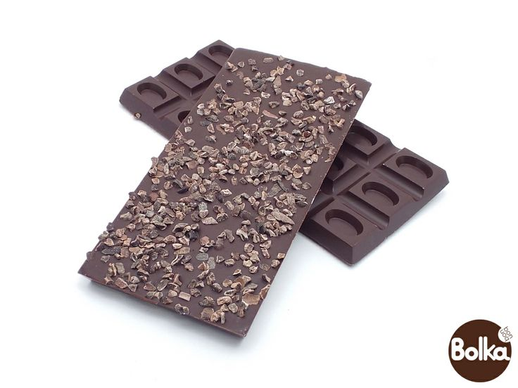 Dark chocolate with cocoa bean pieces/étcsokoládé kakóbab darabokkal