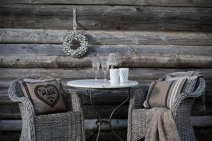 Ein Gläschen Sekt im Freien und die Decke spenden wohlige Wärme.  Fotocredits: FINE