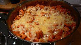 Dette er middagsvinneren både for store og for små, uansett om det er helg eller hverdag. En kjempeenkel pølsegryte med grønnsaker og pasta....
