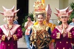 Sumatra - Padang - Minangkabau dances