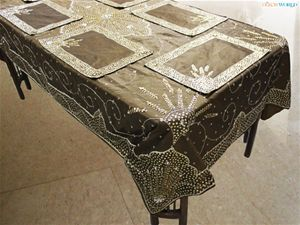 Dekor world hand beaded table cover w/6 pcs.