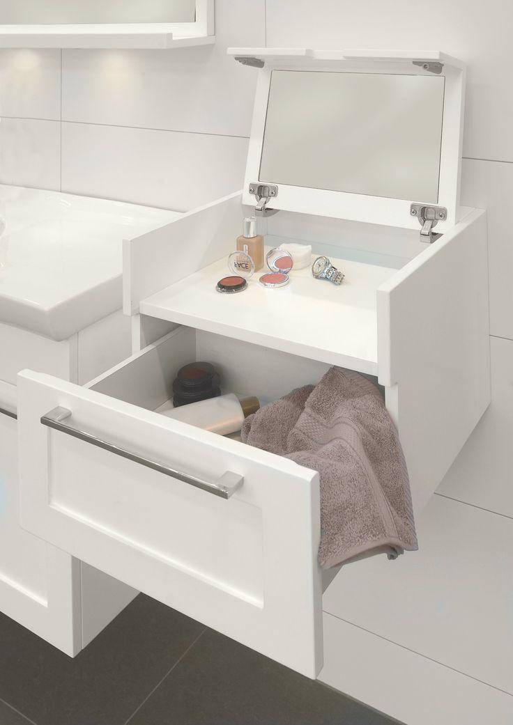 Kylpyhuoneen meikkipöytä. Peilin saa näkyviin kääntämällä kannen yläasentoon. Ala-asennossa kaappi toimii kätevänä sivypöytänä. - Great make-up drawer for bathroom! Mirror can be used when turning desk to top position. Otherwise desk can be used as a side table.