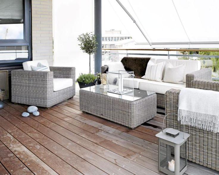 Terrassen Er Moderne Og Hjemmekoselig Med Lyse