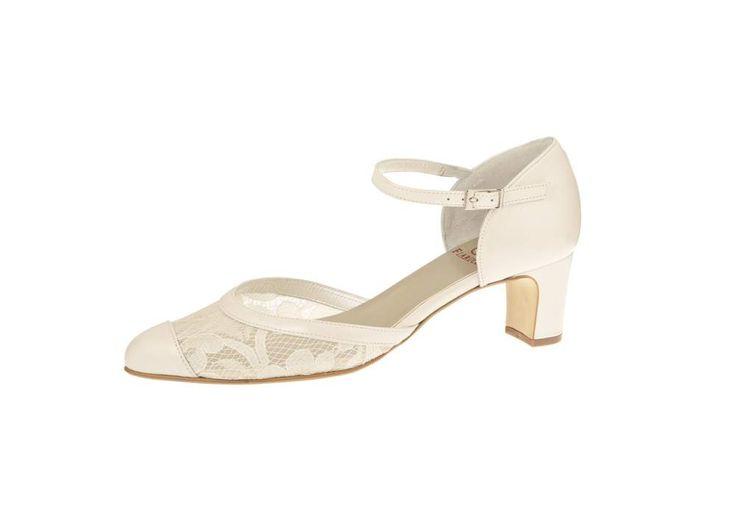 Bridal medium and low heel, Lace wedding shoes, Bruidsschoen met kant, Bruidsschoen met bandje, sparkly wedding shoes, Online webshop levering NL & BE www.sayyestothedress.nl / www.syttd.com