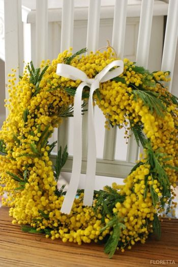 Lovely natural wreath Simple Elegance - would look good on a dark door.