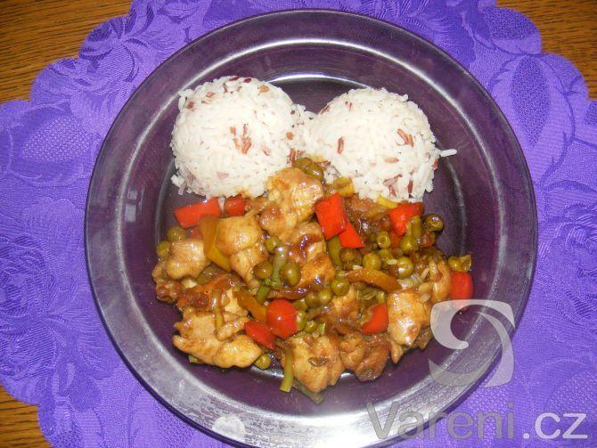 Recept na rychlou kuřecí čínu, která je skvělá s rýží tří barev.