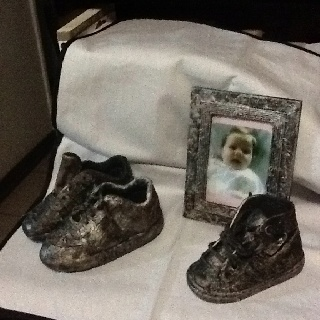 My first tokreen art baby shoes and photo frame .