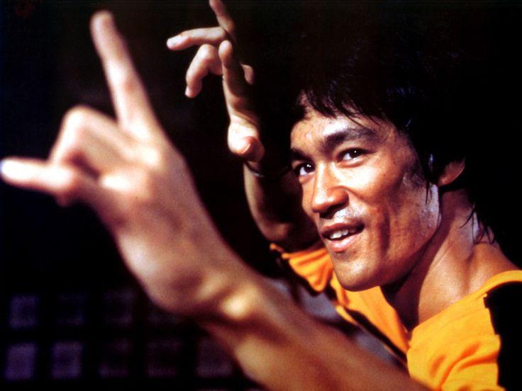 """""""Ninguém acumula, apenas elimina. Não se trata de aumento diário, mas de perda diária. O caminho do cultivo sempre vai em direção à simplicidade"""" Bruce Lee"""
