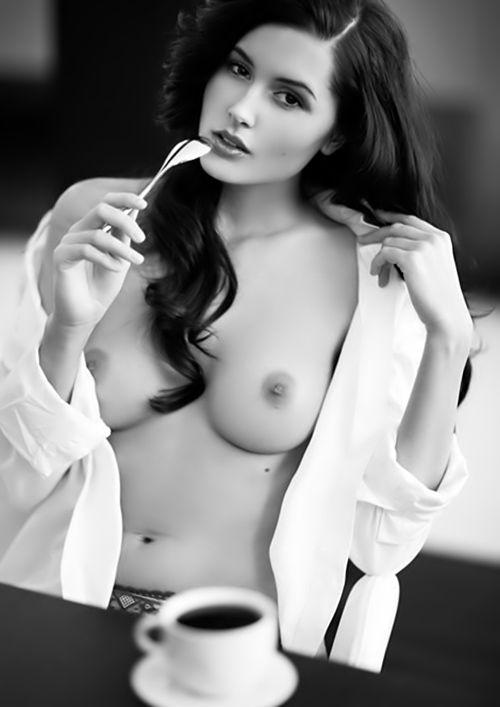Veronica ngo nude