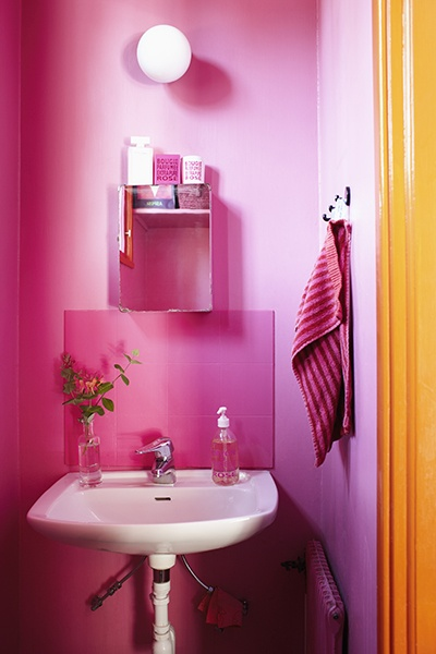 Pink and orange in the bathroom when we move bathroom for Hot pink bathroom ideas