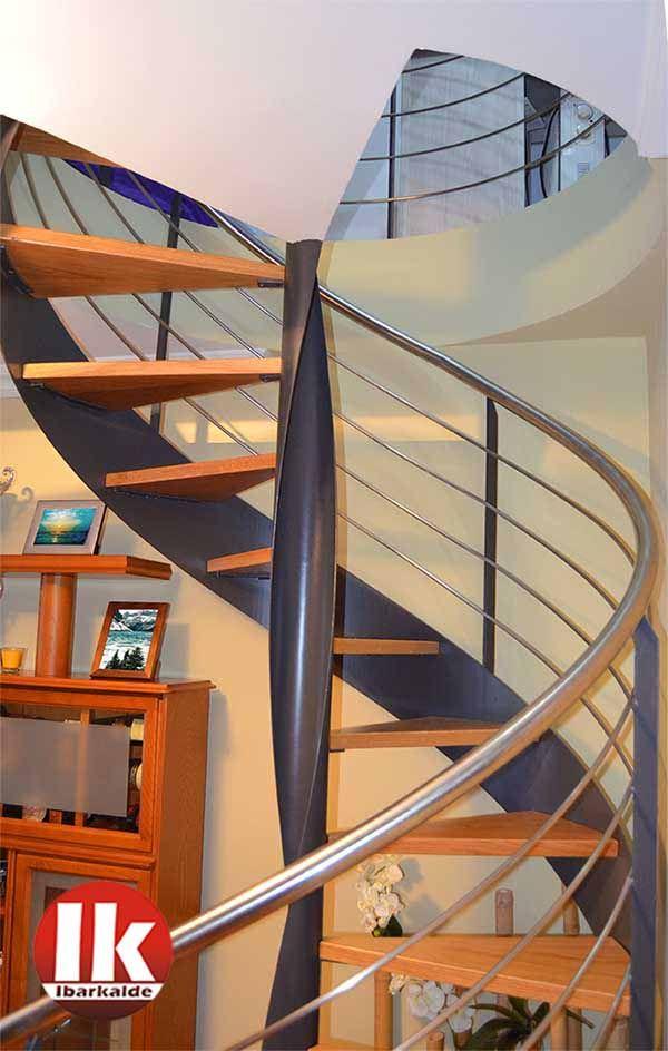 25 best ideas about escaleras en caracol on pinterest - Escaleras interiores para casas ...