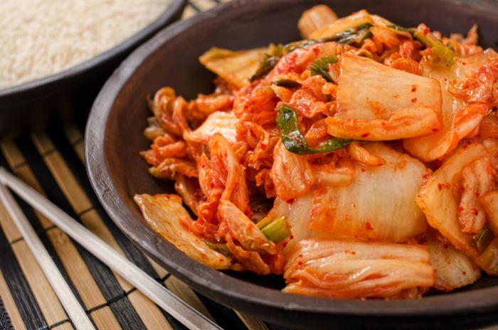 Кимчи (она же кимчхи, ким чи, чимчи…) — острая корейская закуска на основе пекинской капусты. Существует более 100 разновидностей и способов приготовления этого салата: фантазии корейских кулинаров не…