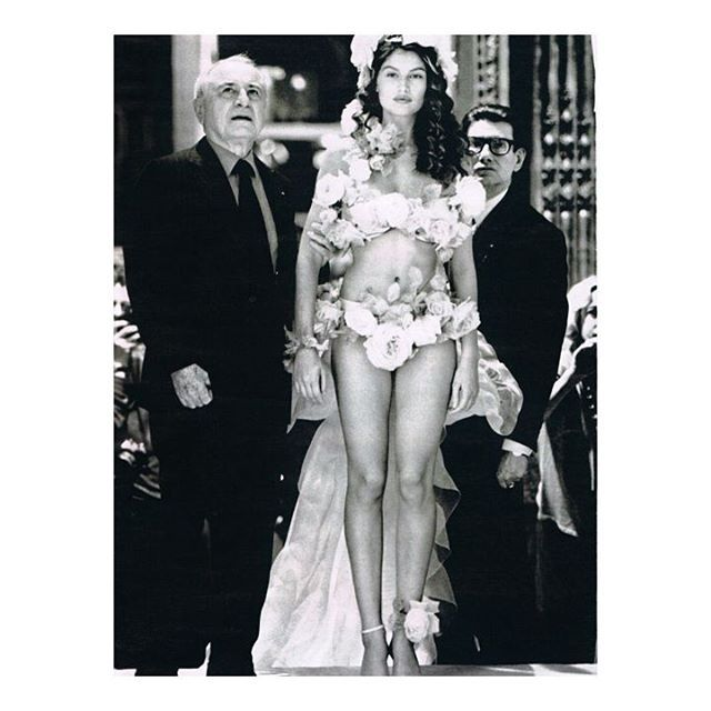 PIERRE BERGÉ Nos pensées pour l'homme d'affaires et mécène co-fondateur de la maison Yves Saint Laurent dont il fut le compagnon pendant 50 ans. -  : Pierre Bergé Laetitia Casta et Yves Saint Laurent en backstage d'un défilé de la maison en 1999. - #pierrebergé #yvessaintlaurent #laetitiacasta #ysl #marieclairefr  via MARIE CLAIRE FRANCE MAGAZINE OFFICIAL INSTAGRAM - Celebrity  Fashion  Haute Couture  Advertising  Culture  Beauty  Editorial Photography  Magazine Covers  Supermodels  Runway…