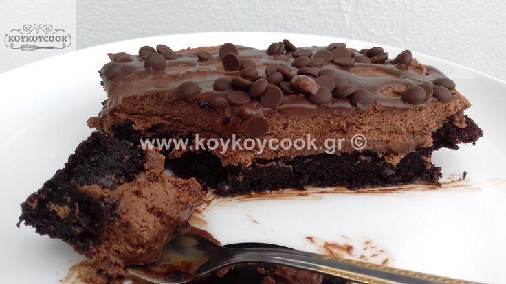 ΣΟΚΟΛΑΤΕΝΙΟ ΚΕΙΚ ΜΕ ΤΡΥΠΕΣ (POKE CAKE)
