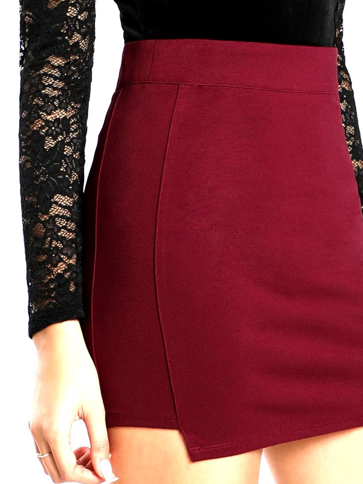 Mini falda elástica, cierre trasero con cremallera. #trastostattoo #moda #ropa #modaonline #ropaonline #modamujer #ropamujer #casual #urban