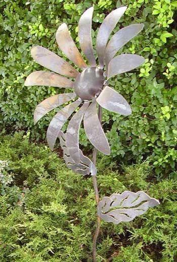 simplicity: Gardens Ideas, Daisies Flowers, Yard Art, Art Recipes, Metals Art, Metals Flowers, Flowers Yard, Art Flowers, Metals Gardens Art