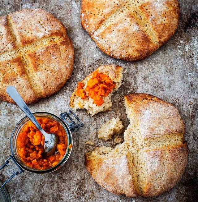 Världens godaste scones! Det här är ett fantastiskt recept, som går hem hos alla. Eftersom det är scones bakade på durramjöl är de också fiberrika. Om man vill kan man utesluta sockret för att få en ännu nyttigare start på dagen. Recepten kommer ur boken Friendly bread av Karin Moberg och Oscar Målevik.