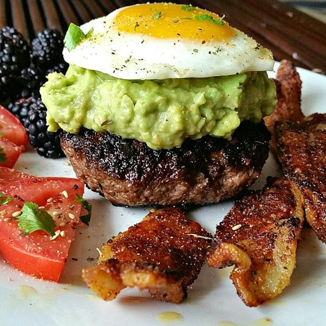 When I did my whole30recipes  takeover in the beginning of April, this bunless burger got the most love out of all my posts. There's just something about burgers, bacon, eggs, and guac that people love (including myself). Slap them all together on the same plate and it's taste bud heaven!