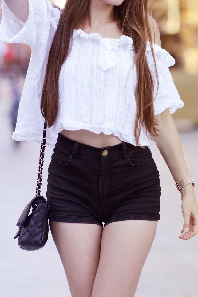 Bialy Top Z Falbana Czarne Szorty Z Wysokim Stanem I Sportowe Buty Ari Maj Personal Blog By Ariadna Majewska Short Dresses Fashion Women