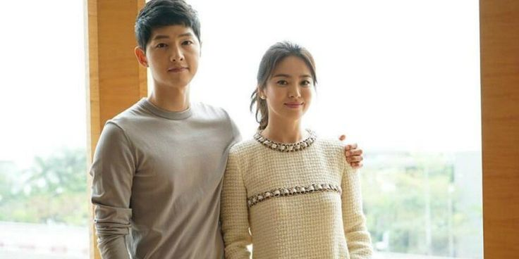 Song Joong Ki-Song Hye Kyo couple travel to Paris a month before their wedding https://www.allkpop.com/article/2017/09/song-joong-ki-song-hye-kyo-couple-travel-to-paris-a-month-before-their-wedding