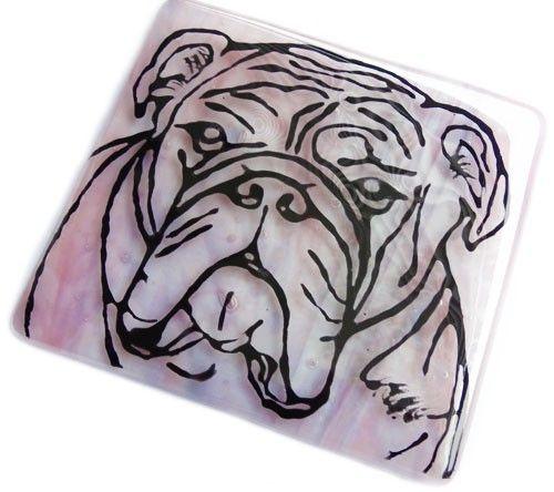Handgemaakte roze glazen onderzetter met engelse bulldog! Glasfusing onderzetter uit eigen atelier!