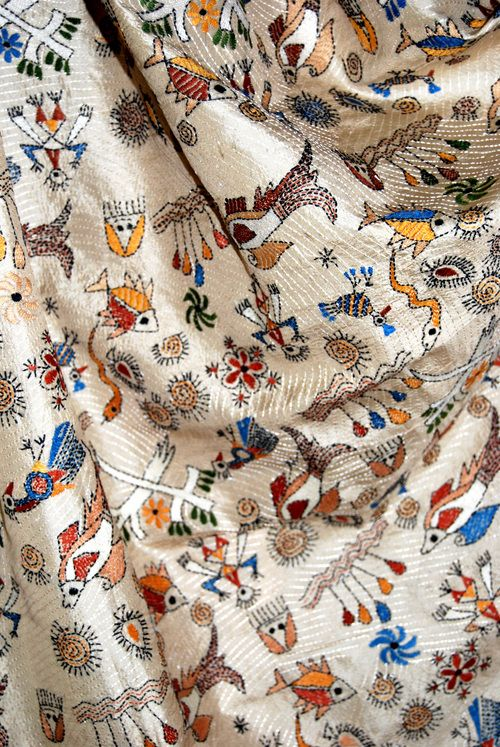 Kantha embroidery: 'Kantha' is a traditional embroidery style of Bengal, involving simple, running stitches. Kantha work originated in Bengal for making quilts out of waste fabric. The word 'Kantha', in fact, means 'embroidered quilt' in Bengali. (Looks so like my silk 'Kantha' stitched saree)