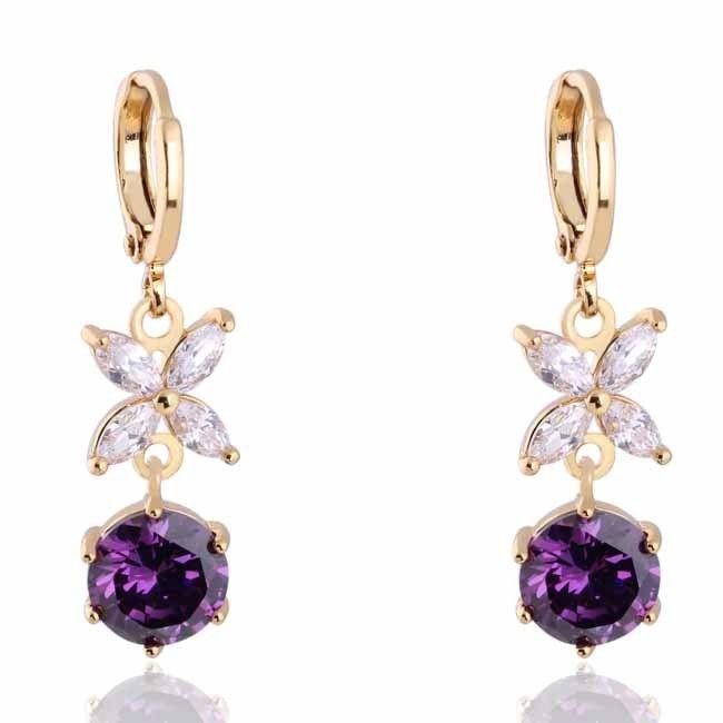 cercei lungi cu cristale de black friday http://www.bijuteriifrumoase.ro/cumpara/cercei-placati-cu-aur-si-cristale-albe-violet-877