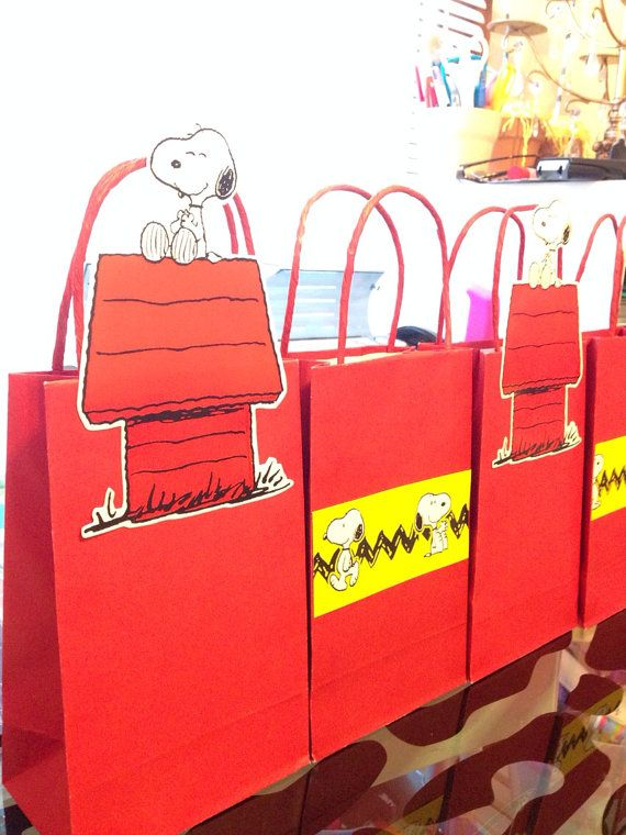 Hey, I found this really awesome Etsy listing at https://www.etsy.com/listing/183834027/snoopy-charlie-brown-candy-bags