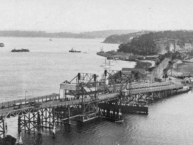 The Spit Bridge between 1924 and 1928.