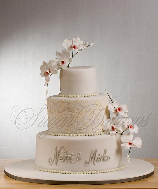 white orchid & damast wedding cake