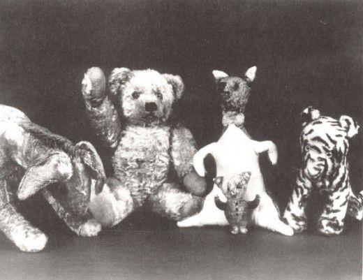 Да–да, это тот самый Кристофер Робин, который так хорошо нам знаком с детства. Редкие кадры сына Алана Милна со своей любимой игрушкой Винни–Пухом, ставших впоследствии любимыми героями не одного поколения детей. 1928 год.